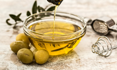 7 Unusual Uses for Olive Oil (free beauty treatments)