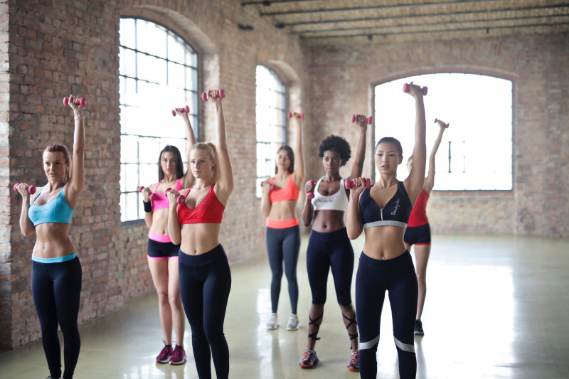 Women in a workout class lifting dumbells